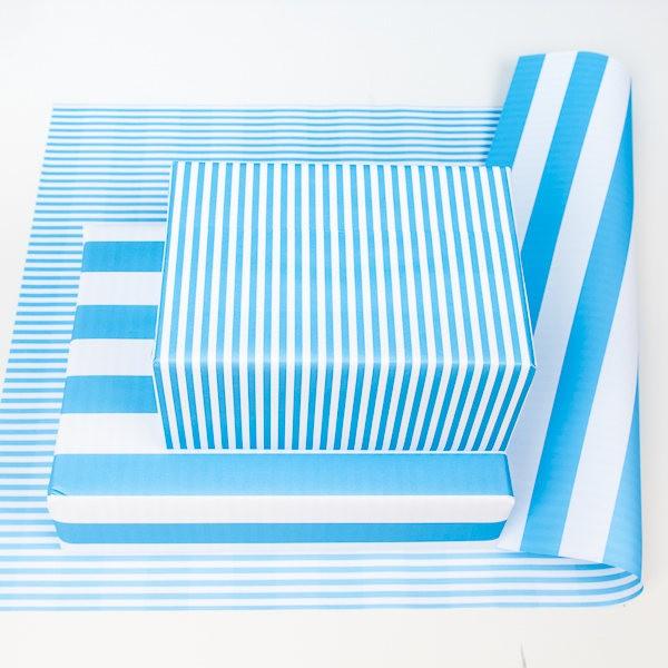 balící papír - oboustranný, modré proužky