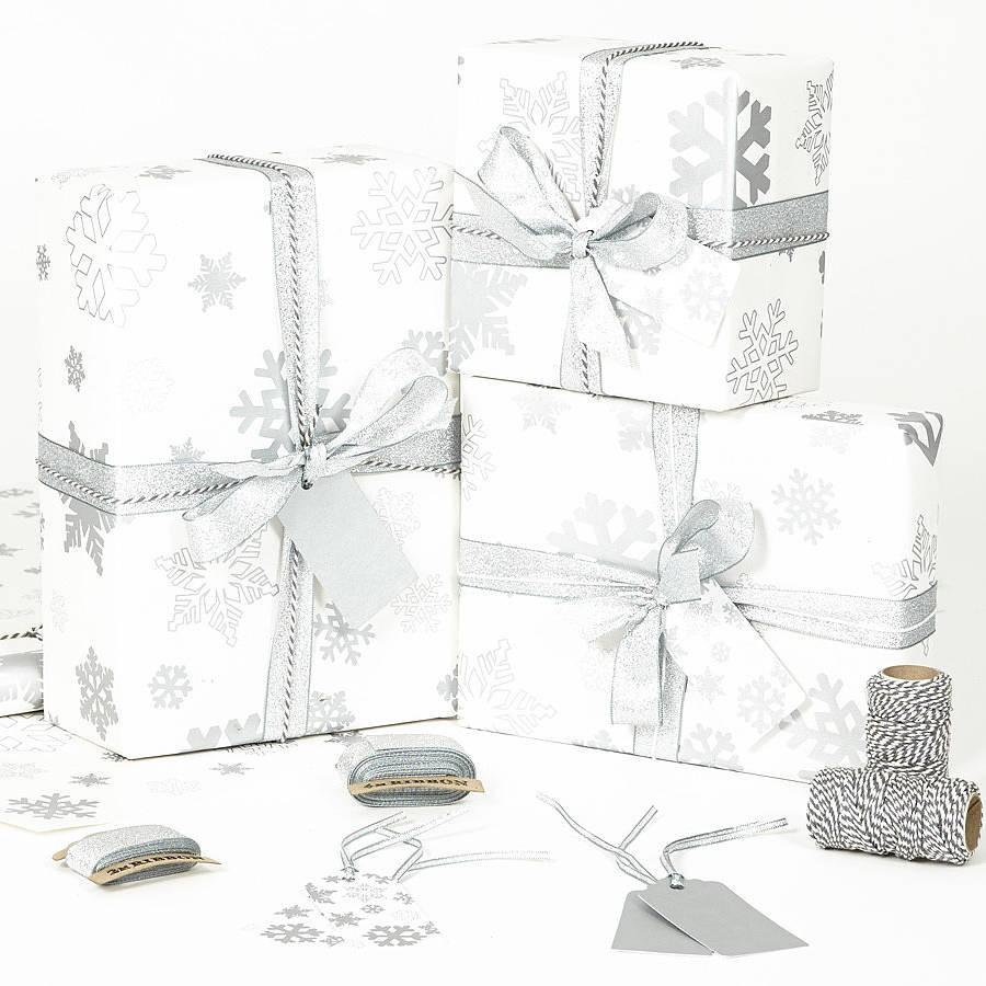 Vánoční balící papír - Sněhové vločky - stříbrné - bílý papír